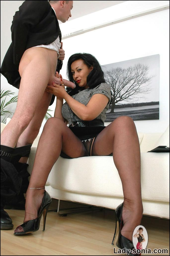 Lady boss is kind enough to pleasure a guy right in the office