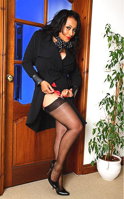 Mature lady got hot legs in stockings