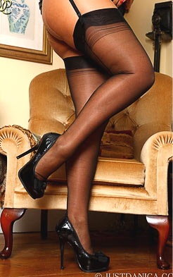 Mature woman got hot legs
